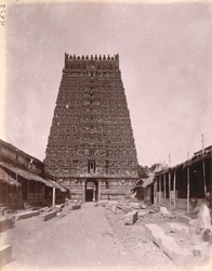 General view of the front gopura of the Sarangapani Temple, Kumbakonam
